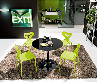Selecting the Right Dining Table for Small Dining Space